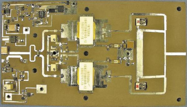 Усилительный субмодуль (паллета) S-диапазона с выходной мощностью 1 кВт