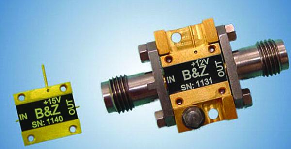 Выполнение усилителей в виде конструктивного элемента, то есть в Drop-in исполнении (слева), и вариант корпусирования с применением стандартных соединителей на входе и выходе, предлагаемых компанией B&Z Technologies