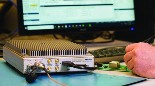 Быстродействующий анализатор спектра реального времени SM200A, предлагаемый компанией Signal Hound