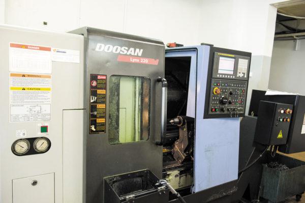 Doosan Lynx 220B — токарный станок с ЧПУ