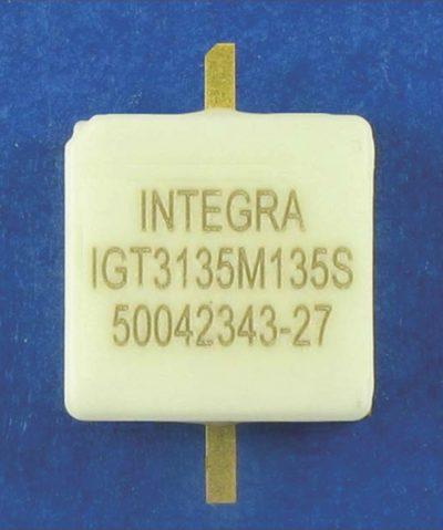 135-Вт внутренне согласованный к 50-Ом GaN-транзистор S-диапазона, работающий в полосе частот 3,1–3,5 ГГц. Размеры корпуса: 0,4΄×0,4΄
