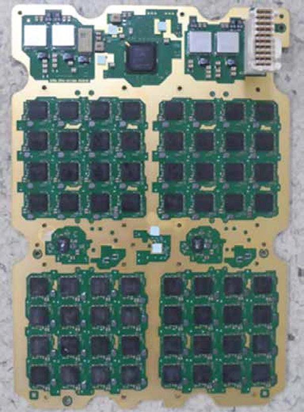Типичная антенная решетка с четырьмя секциями; всего 64256 антенн с двойной поляризацией