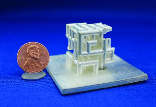 Прототип трехмерной решетчатой антенны, покрытый серебром